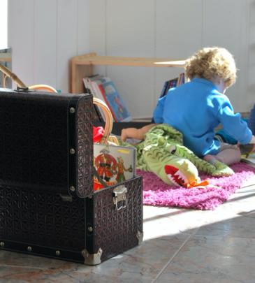 Espais, materials i acompanyament a l'escola (edició pel professorat de la Llar d'Infants La Mimosa))